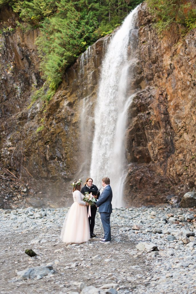 Seattle Wedding Officiants, Seattle Elope, Franklin Falls, Jeanne Phinney Photography, Elaine Way, Elopements Seattle, small wedding